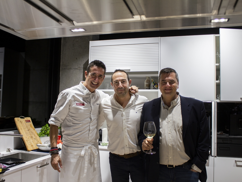 El Chef Diego Ferrer con equipo de Santos Vaguada